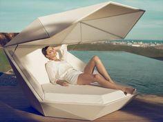 Le mobilier extérieur design type lounge est très attractif pour l'été. Il fournit du confort dans le jardin ou près de la piscine et offre des tissus doux,