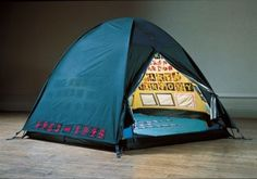 In 1995 British artist Tracey Emin made a tent with the names of everyone she'd ever slept with. But her tent was lost in a fire in Here it's reconstructed in the Gallery of Lost Art. Tracey Emin Bed, Instalation Art, Hayward Gallery, Pop Art, Tate Gallery, Saatchi Gallery, Artwork Images, Louise Bourgeois, Conceptual Art