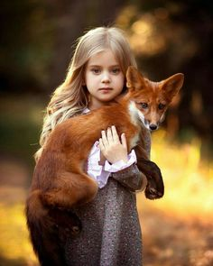 Top 20 Girls with Pet Fox Wallpapers Animals For Kids, Cute Baby Animals, Animals And Pets, Cute Baby Girl, Cute Babies, Baby Girls, Beautiful Creatures, Animals Beautiful, Fuchs Baby