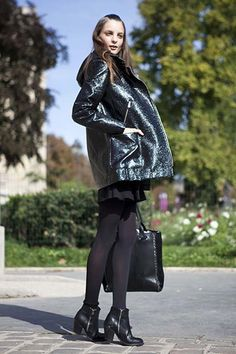 Street style en noir. Paris Fashion Week Spring 2015. #PFW