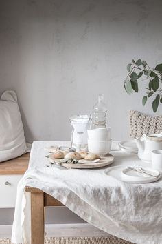 10 Thoughts on a Happy Home Life, Scandi-Style (As Told By a Londoner Living in Malmö) 10 Thoughts on a Happy Home Life, Scandi-Style (As Told By a Londoner Living in Malmö) — Hygge H Dining Room Table, Dining Area, Kitchen Dining, Kitchen Decor, Dining Rooms, Dining Table Cloth, Hygge, Kitchen Tablecloths, Deco Table