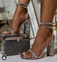 Más de 20 zapatos de baile para usar al salir de casa - Zapatos de fiesta para usar cuando salgas a casa. Fancy Shoes, Pretty Shoes, Formal Shoes, Dr Shoes, Me Too Shoes, Pink Shoes, Aqua Heels, Shoes Sneakers, Canvas Sneakers