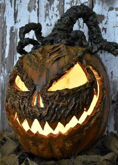 DIY Corpsed пена тыква-TeeDiddlyDee abobora DIY Corpsed Foam Pumpkin - Jack-O-Lantern, Scarecrow, Halloween Scary Halloween Decorations, Creepy Halloween, Holidays Halloween, Halloween Pumpkins, Halloween Crafts, Halloween Ideas, Halloween Stuff, Halloween Party, Halloween Scarecrow