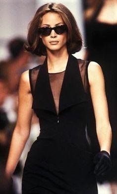 Christy Turlington walked for Karl Lagerfeld Runway Show 1992 - Michael Grau - 2000s Fashion, Runway Fashion, Fashion Models, Fashion Show, Fashion Outfits, High Fashion, Karl Lagerfeld, Christy Turlington, Mode Editorials
