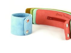 Leather wrist wallet bracelet in green blue and di AnnaTreurniet