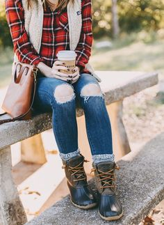 Ideas-Winter/ duck boots outfit, winter boots outfits, winter fashion o Winter Duck Boots, Winter Boots Outfits, Casual Winter Outfits, Fall Outfits, Fashion Outfits, Outfit Winter, Winter Clothes, Winter Shoes, Casual Fall