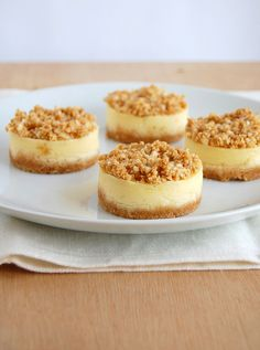 vanilla and macadamia crumble mini cheesecakes