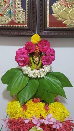 Hemapathalapati Rangoli Designs Flower, Flower Rangoli, Rangoli Ideas, Diwali Decorations At Home, Festival Decorations, Flower Decorations, Thali Decoration Ideas, Basket Decoration, Decor Ideas