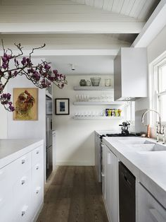 House Tour :: Liveable Luxury With a Balance of Minimalist and Maximalist Design - coco kelley coco kelley Off White Walls, Beige Walls, Kitchen Island Base, Johnson House, Devol Kitchens, White Subway Tiles, Minimalist Kitchen, Minimalist Decor, House Tours