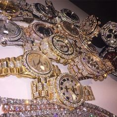 Find images and videos about luxury, gold and watch on We Heart It - the app to get lost in what you love. Glamouröse Outfits, Rolex Air King, Rolex Gmt, Rolex Submariner, Diamond Are A Girls Best Friend, Luxury Jewelry, Bling Jewelry, Luxury Watches, Bling Bling