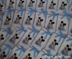 Tanti sacchetti bomboniere Topolino ricamati a punto croce  http://crearepuntocroce.altervista.org/bomboniere-punto-croce/