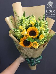 26 ideas for vintage love flowers floral arrangements Sunflower Arrangements, Sunflower Bouquets, Beautiful Flower Arrangements, Floral Arrangements, Beautiful Flowers, Flower Shop Decor, Planting Flowers, Flowers Garden, Red Flowers