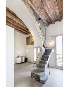 Interior renovation of the Arimon house in Sabadell, for Plàcid Garcia-Planas. The house was built by the architect Josep Oriol i Bernadet Stairs Architecture, Architecture Details, Interior Architecture, Interior Stairs, Interior And Exterior, Staircase Design, Rustic Staircase, House Design, Home Decor