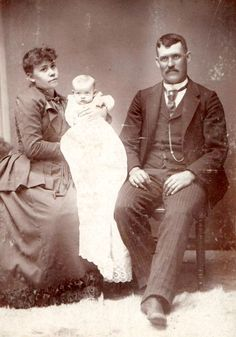 Laura and Simon Mechling with daughter Orpha.