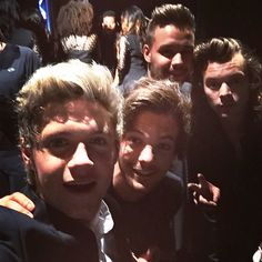 @niallhoran: #BBMAs thank you guys for helping us win our award ! Having a great time here in Vegas