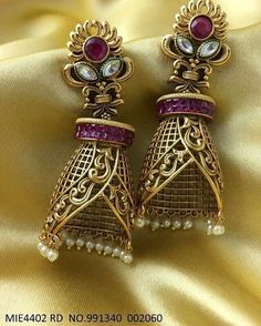 Dm or whatsapp Gold Jhumka Earrings, Indian Jewelry Earrings, Jewelry Design Earrings, Gold Earrings Designs, Gold Jewellery Design, Necklace Designs, Gold Jewelry, Antique Jewellery Designs, Stylish Jewelry