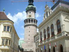 Das Wahrzeichen von Sopron,Ungarn ist der Feuerturm. Pisa, San Francisco Ferry, Building, Travel, Hungary, Fire, Viajes, Buildings, Traveling