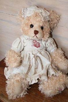 ELSIE is a Settler Bear from the Robinvale Collection.  Price AU $45.00 SHIP WORLDWIDE Email: mailto:toodledoo@bigpond.com www.settlerbearsa..., Mobile: 0433 253 800 Toodle Doo - the MAGIC place to shop!