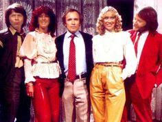 Late April 1981: American tv-host Dick Cavett meets and interviews ABBA and poses with them for the press in Stockholm.