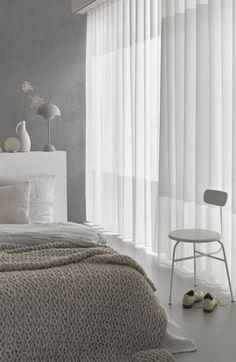 Mooi in de slaapkamer transparante gordijnen met een wave of een plooi.