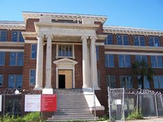 Jefferson Davis Hospital Returns from the Dead Famous Haunted Houses, Most Haunted, Haunted Places, Abandoned Houses, Abandoned Places, Scary Ghost Stories, Haunted Asylums, Jefferson Davis, Paranormal Stories