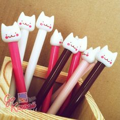 Cute cats…. mini kittens! High quality, smooth flowing, fined tip (0.5mm) gel pen