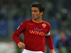 Christian Panucci (Savona, 12 April 1973) – Christian Panucci arrived at Roma when the city was still celebrating the 2001 Scudetto, and began to wear the yellow and red shirt as prestigious back-up for Fabio Capello's team. The coach from Friuli, in preparation for a Champions League run, had decided to reinforce his Scudetto-winning team with a player of international experience and Panucci fitted the bill perfectly.