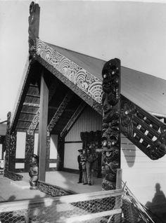 Te Ikaroa a Maui meeting house, Owae Marae, Waitara, 1936 Polynesian People, Polynesian Art, School Book Covers, Maori Patterns, Maori People, Maori Designs, Maori Art, Woodcarving, Tribal Art