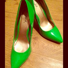 Lime Green Stiletto Heels⬇️PRICE DROP⬇️ 4in green stiletto heels, worn only once for a photo shoot! There are a few marks (zoomed in on in picture two) but nothing major. Size 8. Qupid Shoes Heels