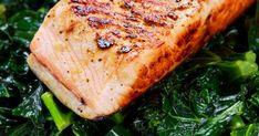 Cette recette de filet de truite à la dijonnaise et au pesto se marie parfaitement avec une salade de kale aux champignons et des gnocchis. Pesto, Filets, Bbq, Pork, Turkey, Chicken, Marie, Mousse, Seafood