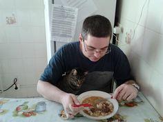 """""""Gatos sabem como obter comida sem trabalho, abrigo sem confinamento e amor sem castigos""""  (W. L. George)"""
