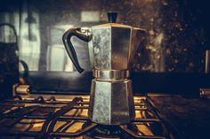 The different coffee-brewing methods: Chemex, Aeropress, French Press, Siphon etc. Coffee Mix, Coffee Cups, Coffee Maker, Coffee Brewing Methods, Acrylic Tube, Coffee Review, Different Coffees, Espresso Maker, Dark Roast