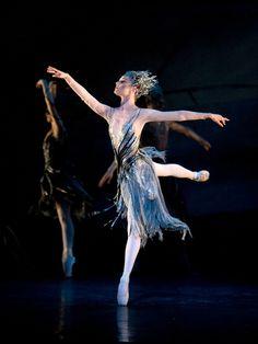 Le Baiser de la fée: Jenna Roberts as the Fairy; photo: Bill Cooper