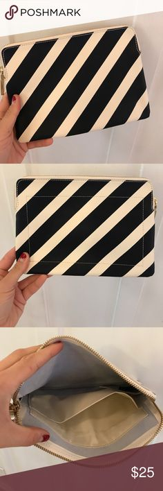 Like new Gap striped navy and white leather clutch perfect nautical gap striped navy and white clutch for summer and spring-like new only used once or twice! GAP Bags Clutches & Wristlets