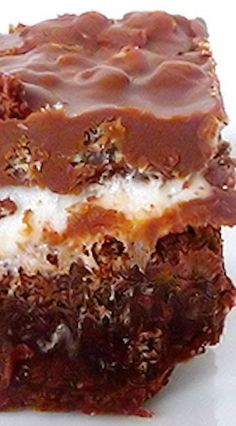 Marshmallow Crunch Brownie Bars - part brownie, part s'more, part rice krispie treat. Looks yummy! Brownie Recipes, Chocolate Recipes, Cookie Recipes, Dessert Recipes, Bar Recipes, Chocolate Truffles, Yummy Treats, Delicious Desserts, Sweet Treats