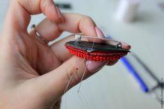 Создаем стильную объемную брошь из бисера «Red Lips» – мастер-класс для начинающих и профессионалов