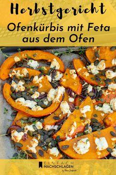 Einfaches, vegetarisches Feierabend-Rezept für Ofenkürbis mit Feta. In 10 Minuten im Ofen, das perfekte Alltagsgericht für den Herbst. Leicht verfeinert mit gerösteten Kürbiskernen, Kürbiskernöl und frischem Thymian.