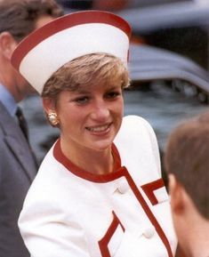 Princess Diana, Royal visit to Japan in Nov. 1990. Wearing a hat by designer Philip Somerville decorated with the emblem of Japan's rising sun on the left side. Her white suit by Catherine Walker,....Uploaded By  www.1stand2ndtimearound.etsy.com