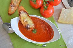 Supă cremă de roșii coapte cu parmezan și crutoane crocante. Rețeta de supă cremă de roșii coapte la cuptor cu usturoi. Cum se face supa de roșii cremoasă? O supă de vară foarte gustoasă și aromată. O alternativă la supa clasică de roșii. Supă de roșii ușoară care se prepară simplu. Este gustoasă atât ca