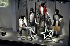 ZARA Holiday Windows. I liked them this year, it's a nice break from all the saturated colour of the season.