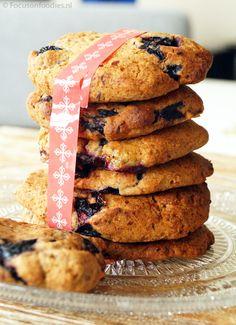 chewy glutenvrije en suikervrij koeken met bosbessen van haver en rijstmeel, kan ook met honing en/of cranberries