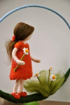 filzen Kindergarten Mobile Waldorf inspirierte Nadel Filz: von MagicWool How To Choose The Right Fri Fairy Crafts, Felt Crafts, Diy And Crafts, Wool Dolls, Felt Dolls, Needle Felted Animals, Needle Felting, Felt Bunny, Felt Fairy