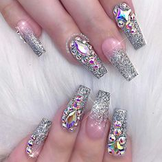 Opting for bright colours or intricate nail art isn't a must anymore. This year, nude nail designs are becoming a trend. Here are some nude nail designs. Glam Nails, Fancy Nails, Bling Nails, Beauty Nails, Bling Nail Art, Red Manicure, Red Nail, White Nails, Glitter Nails
