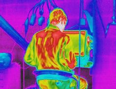 El ojo humano puede ver la luz infrarroja 'invisible': http://www.muyinteresante.es/ciencia/articulo/el-ojo-humano-puede-ver-la-luz-infrarroja-invisible-941417527406