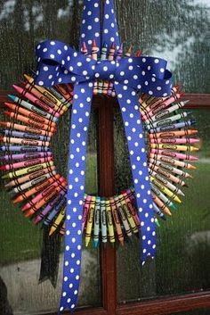 making this for my back-to-school wreath on my classroom door!