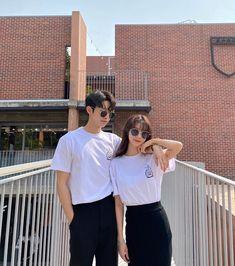 Korean Best Friends, Boy And Girl Best Friends, Couple Goals Teenagers, Cute Couples Goals, Ulzzang Couple, Ulzzang Girl, Korean Couple Photoshoot, Matching Couple Outfits, Kpop Couples