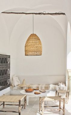 Love this rustic design with Moroccan elements. Une petite terrasse chic en Provence barefootstyling.com
