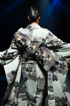 ジョウタロウ サイトウ 2018-19年秋冬コレクション - 現代的なアプローチで模索する和装の未来 画像31 Kimono Fashion, Grunge Fashion, Fashion Art, Grunge Outfits, Fashion Styles, Japanese Quilt Patterns, Japanese Quilts, Yukata Kimono, Kimono Dress