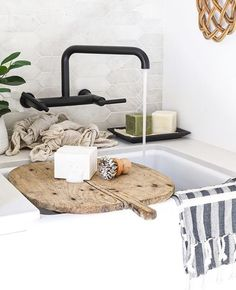 Prochef by Julien (@prochef_julien) • Photos et vidéos Instagram Fireclay Sink, Hygge Home, Like Crazy, Kitchen Linens, Slow Living, Kitchen Reno, Laundry Room, Thrifting