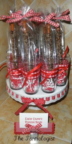 Chocolate Covered Pretzel Rods - packaged and ready to give! Chocolate Covered Pretzel Rods, Chocolate Covered Treats, Chocolate Candy Recipes, Chocolate Gifts, Fruit Decorations, Dessert Decoration, Holiday Snacks, Holiday Gifts, Ladybug Picnic